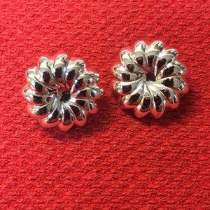 Jewelry - Silver swirl earrings